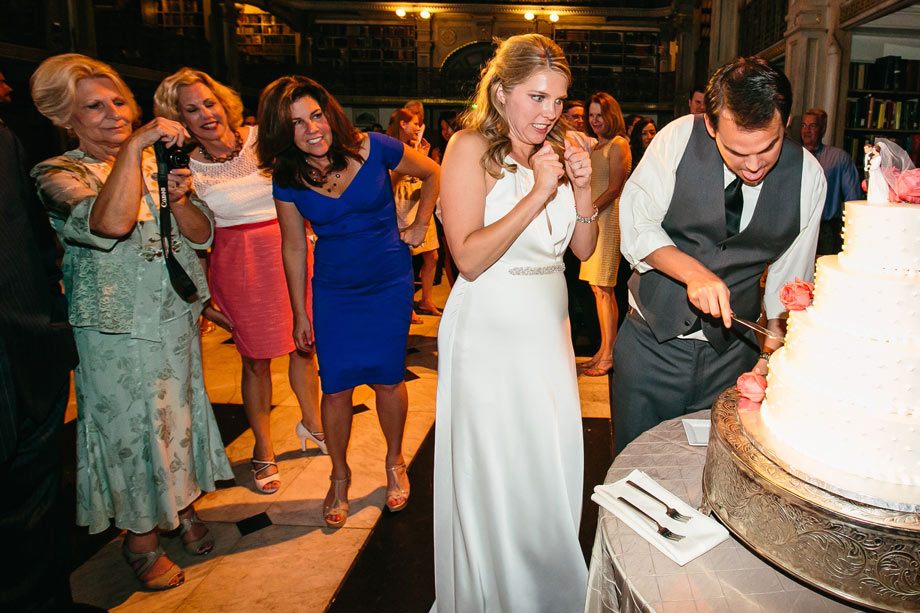 bride scared of cutting cake