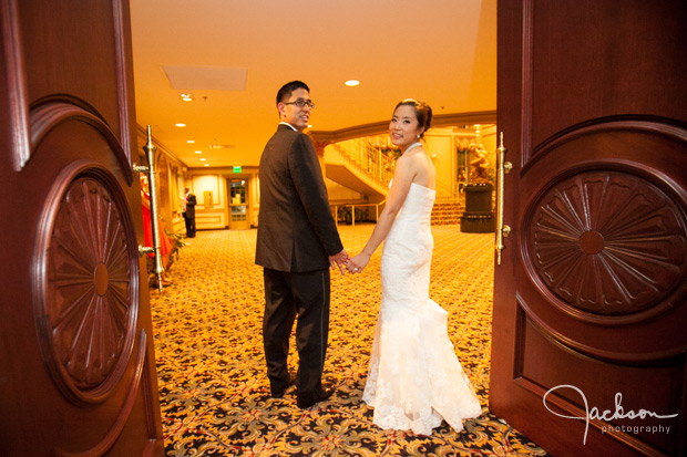 bride and groom leaving the valley mansion
