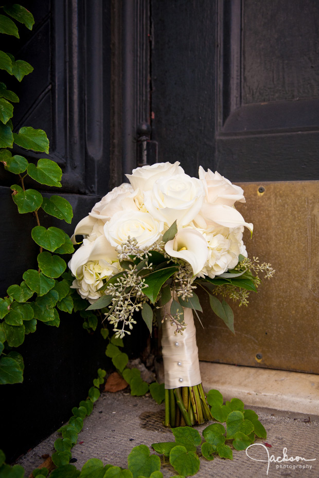 cream color rose green bouquet