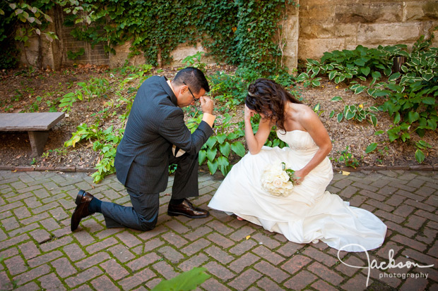 wedding couple tebowing