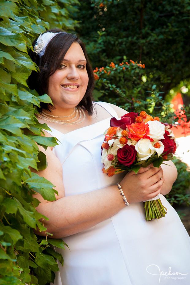 bride with bright bouquet in ivy