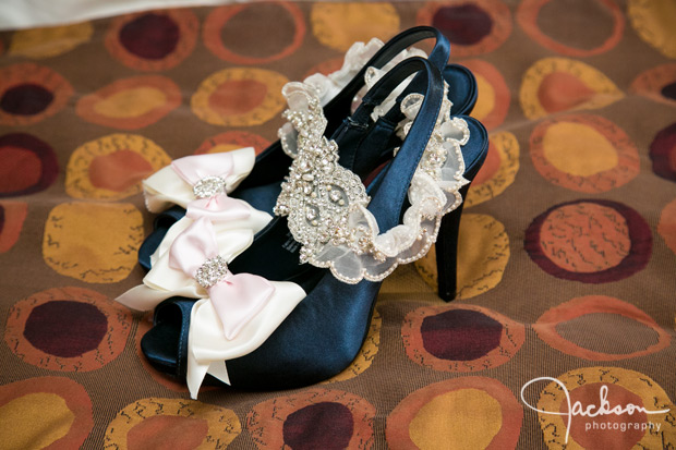 deep green bride shoes with white lace